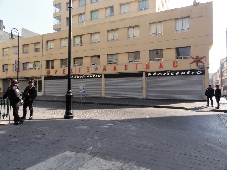 每個街角,每100米都有警察,安全還是不安全?